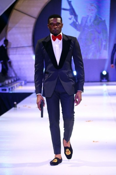Praiz-for-Mai-Atafo-Collection-at-Music-Meets-Runway-2013-BellaNaija-December2013011-399x600